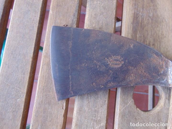 Antigüedades: ANTIGUA HACHA MARTILLO ELABORADA EN FORJA TIPO ABORDAJE MARCADA GOMEZ VIDAL ?? - Foto 3 - 175576182