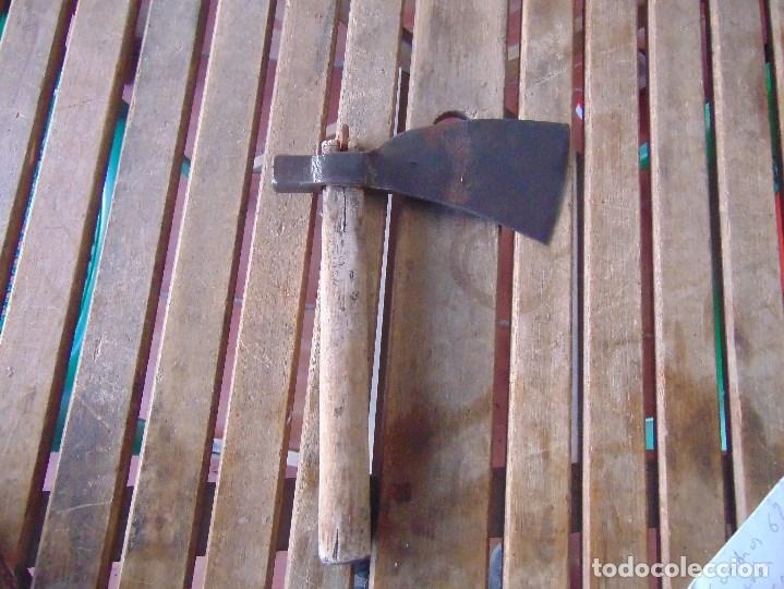 Antigüedades: ANTIGUA HACHA MARTILLO ELABORADA EN FORJA TIPO ABORDAJE MARCADA GOMEZ VIDAL ?? - Foto 5 - 175576182