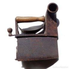 Antigüedades: PLANCHA DE CARBÓN CHIMENEA. UNIÓN CERRAJERA MONDRAGÓN.. Lote 175609278