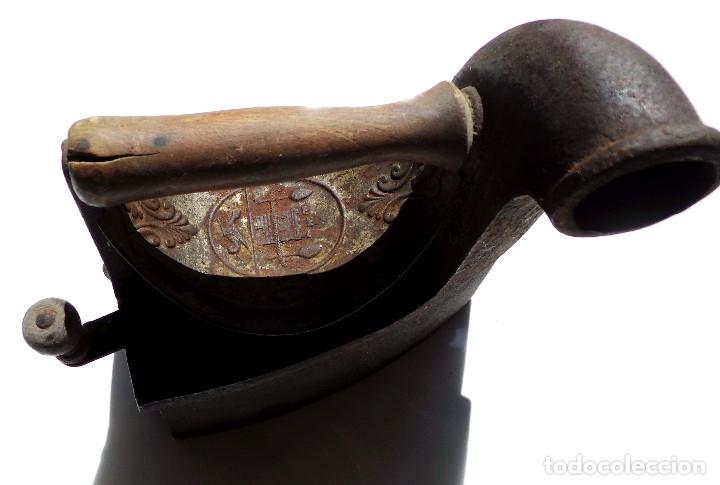 Antigüedades: PLANCHA DE CARBÓN CHIMENEA. UNIÓN CERRAJERA MONDRAGÓN. - Foto 2 - 175609278