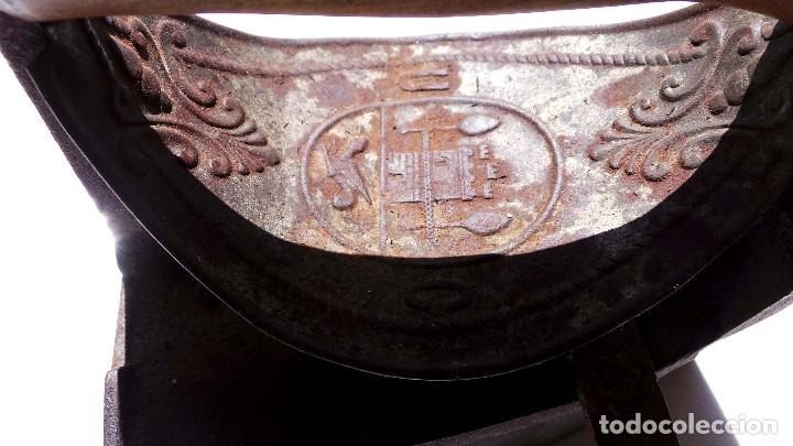 Antigüedades: PLANCHA DE CARBÓN CHIMENEA. UNIÓN CERRAJERA MONDRAGÓN. - Foto 3 - 175609278