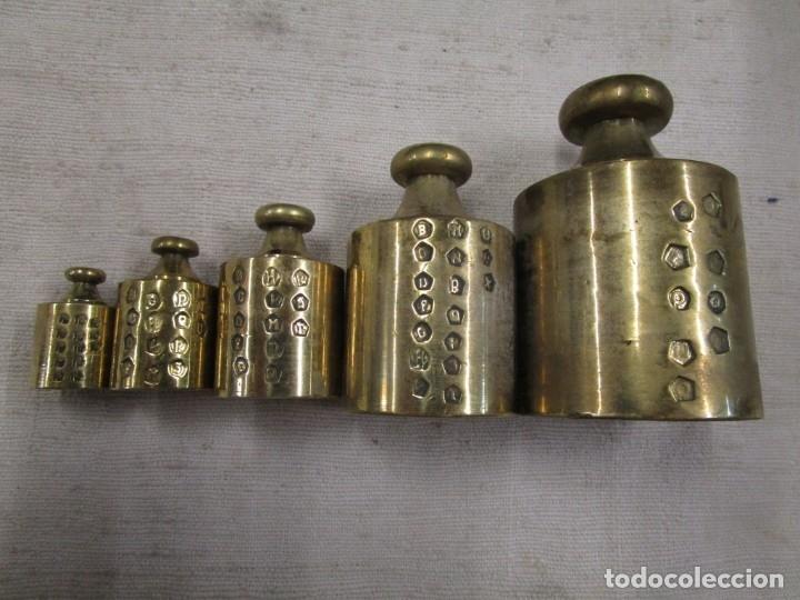 Antigüedades: ANTIGUO JUEGO DE 6 PESAS PONDERALES BRONCE, DE 1 A 50GR, PLENO MARCAS CONTROL + INFO 1s - Foto 2 - 175615822
