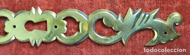 Antigüedades: CONJUNTO DE 27 MOLDURAS PARA MOBILIARIO. METAL DORADO. SIGLO XX. - Foto 10 - 175743930