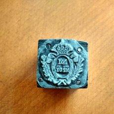 Antigüedades: ANTIGUO TAMPÓN SELLO DE IMPRENTA DEL ESCUDO DEL INSTITUTO DE HIJAS DE MARÍA RELIGIOSAS ESCOLAPIAS. Lote 175761462