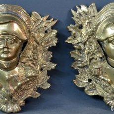 Antigüedades: PAREJA DE APLIQUES PARA MESA DE BILLAR EN BRONCE DORADO BUSTO DE NAPOLEÓN SIGLO XIX. Lote 175785399