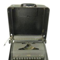 Antigüedades: MAQUINA DE ESCRIBIR ROYAL AÑO 1945 TYPEWRITER SCHREIBSMASCHINE. Lote 175842873