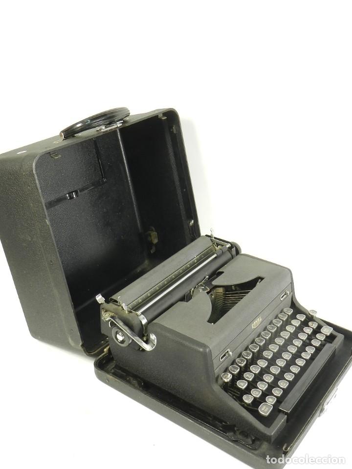 Antigüedades: MAQUINA DE ESCRIBIR ROYAL AÑO 1945 TYPEWRITER SCHREIBSMASCHINE - Foto 4 - 175842873