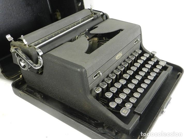 Antigüedades: MAQUINA DE ESCRIBIR ROYAL AÑO 1945 TYPEWRITER SCHREIBSMASCHINE - Foto 5 - 175842873