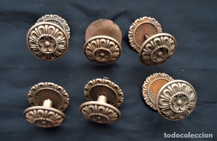Antigüedades: Lote de 6 tiradores antiguos de rosetón en bronce - Foto 2 - 175920588