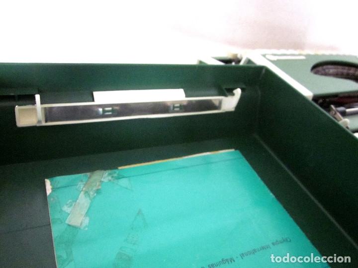 Antigüedades: Máquina escribir Olympia Traveller De Luxe funda rígida verde instrucciones garantía ticket compra - Foto 6 - 176170414