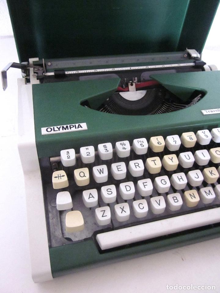 Antigüedades: Máquina escribir Olympia Traveller De Luxe funda rígida verde instrucciones garantía ticket compra - Foto 8 - 176170414