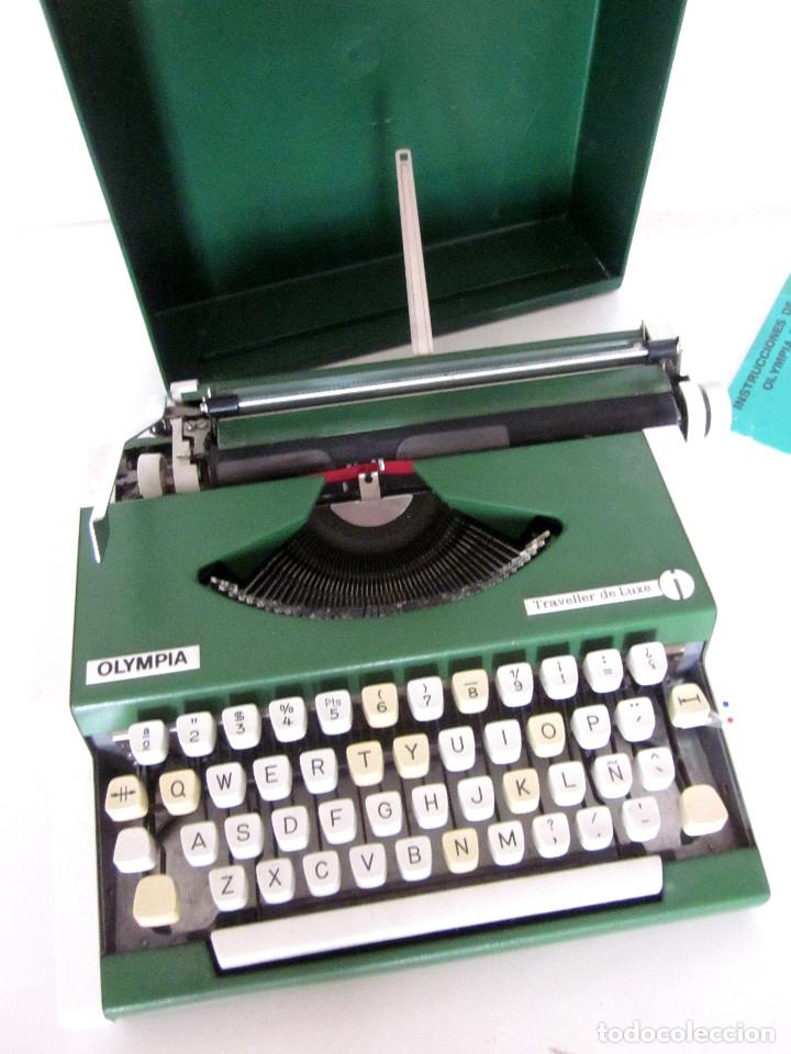 Antigüedades: Máquina escribir Olympia Traveller De Luxe funda rígida verde instrucciones garantía ticket compra - Foto 9 - 176170414
