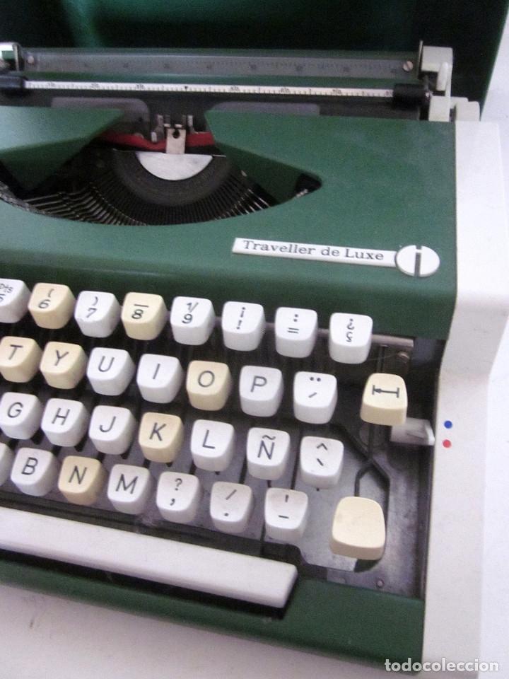 Antigüedades: Máquina escribir Olympia Traveller De Luxe funda rígida verde instrucciones garantía ticket compra - Foto 10 - 176170414