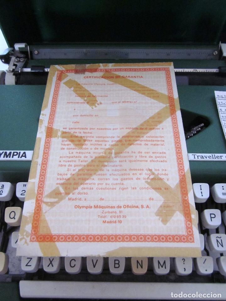 Antigüedades: Máquina escribir Olympia Traveller De Luxe funda rígida verde instrucciones garantía ticket compra - Foto 11 - 176170414