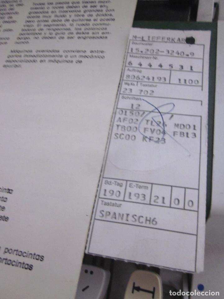 Antigüedades: Máquina escribir Olympia Traveller De Luxe funda rígida verde instrucciones garantía ticket compra - Foto 12 - 176170414