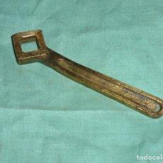 Antigüedades: CURIOSA LLAVE FIJA DE BRONCE.. Lote 176390275