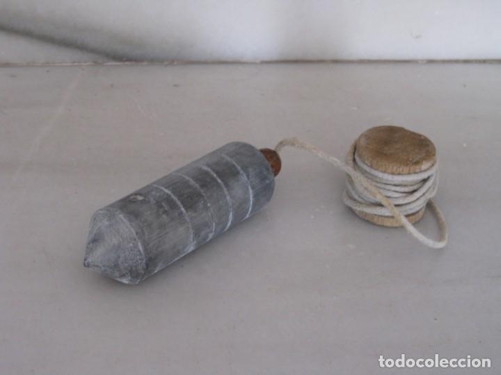 ANTIGUA PLOMADA O NIVEL DE ALBAÑIL DE HIERRO. (Antigüedades - Técnicas - Herramientas Profesionales - Albañileria)