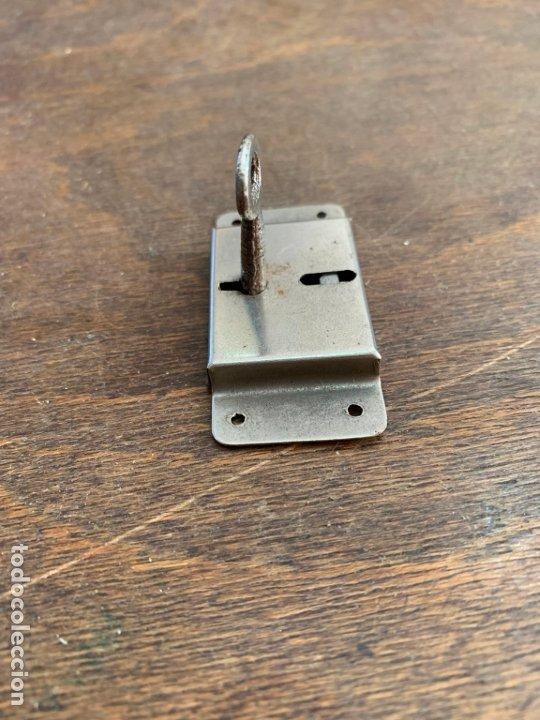Antigüedades: ANTIGUA CERRADURA METALICA CON LLAVE - MEDIDA 6 CM - Foto 3 - 176592148