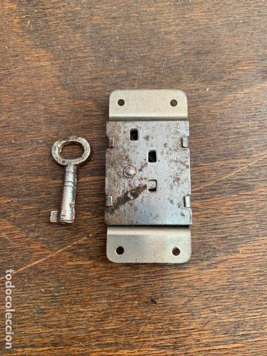 Antigüedades: ANTIGUA CERRADURA METALICA CON LLAVE - MEDIDA 6 CM - Foto 4 - 176592148