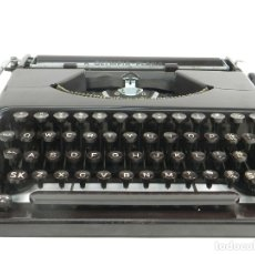 Antigüedades: MAQUINA DE ESCRIBIR OLYMPIA PLANA AÑO 1940 TYPEWRITER SCRHEIBMASCNINE. Lote 176671775