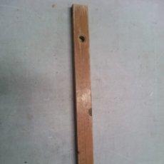 Antigüedades: ANTIGUO NIVEL DE MADERA DE LA REPÚBLICA CHINA. Lote 176694392