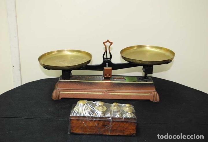 BÁSCULA ANTIGUA DE HIERRO FUNDIDO CON JUEGO DE PESAS (Antigüedades - Técnicas - Medidas de Peso - Básculas Antiguas)