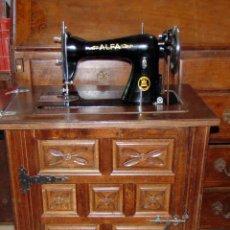 Antigüedades: MAQUINA DE COSER ALFA, BUEN ESTADO, FUNCIONA, CON MUEBLE CASTELLANO. W. Lote 176736882