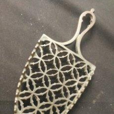 Antigüedades: PLANCHERO DE METAL . Lote 176816168