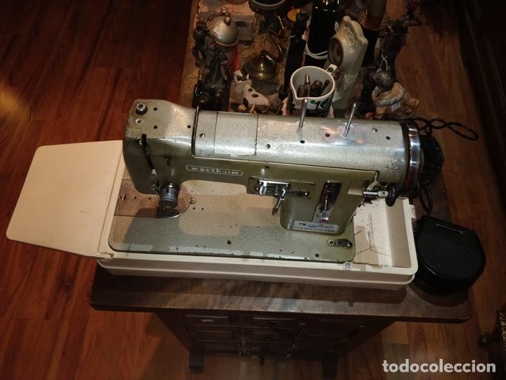 Antigüedades: Máquina de coser eléctrica WERTHEIM - Maquiborda - con funda rígida de transporte - Foto 2 - 217189437