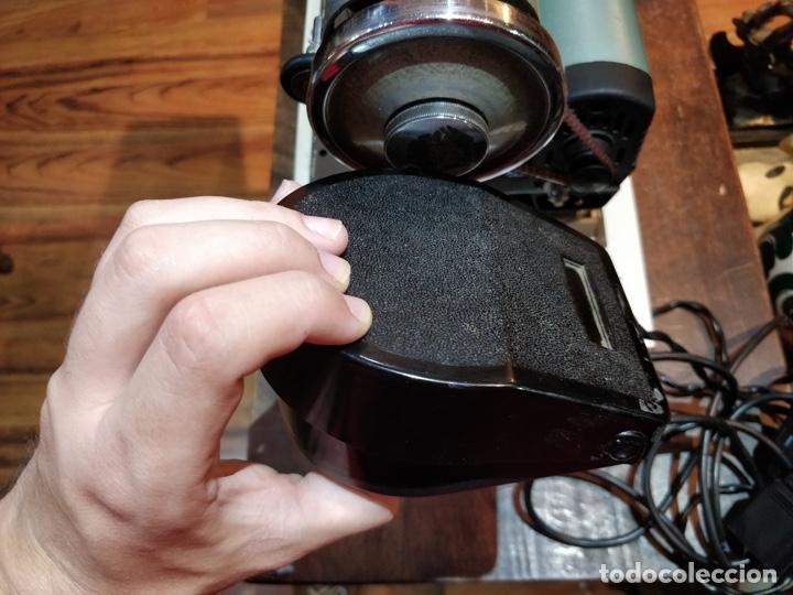 Antigüedades: Máquina de coser eléctrica WERTHEIM - Maquiborda - con funda rígida de transporte - Foto 8 - 217189437