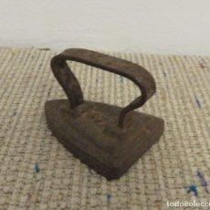 Antigüedades: MINI PLANCHA ANTIGUA DE HIERRO Nª3. Lote 176926474