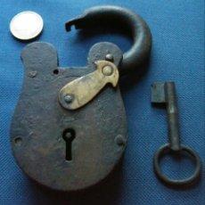 Antigüedades: PRECIOSO CANDADO DE FORJA ANTIGUO. Lote 176954133