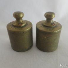 Antigüedades: 2 PESAS DE 100 GRAMOS LLETJOS. Lote 177054990