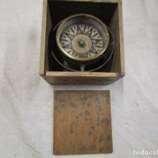 Antigüedades: ANTIGUO COMPAS MAGNETICO SECO Y PORTATIL, COMIENZOS DEL XX EN CAJON MADERA, FUNCIONANDO + INFO . Lote 177132080
