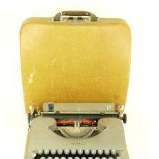 Antigüedades: MAQUINA DE ESCRIBIR SWISSA PICCOLA AÑO 1950 TYPEWRITER SCRHEIBMASCNINE. Lote 177200003