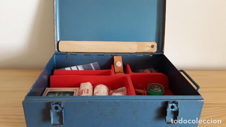 Antigüedades: Botiquín en caja metálica - Foto 2 - 177209692