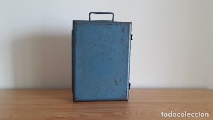 Antigüedades: Botiquín en caja metálica - Foto 9 - 177209692