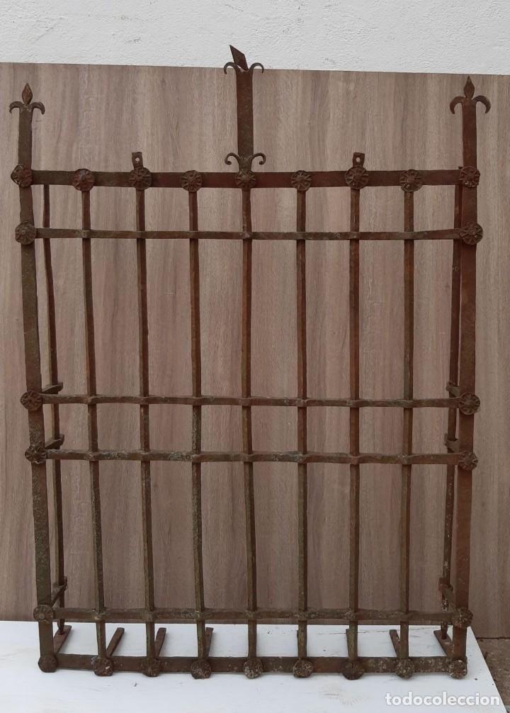 REJA DE FORJA ANTIGUA MEDIDAS 125 X 105 SIN CONTAR LOS PINCHOS (Antigüedades - Técnicas - Cerrajería y Forja - Forjas Antiguas)