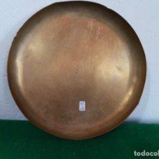 Antigüedades: PLATO DE LATON DE 22 CM PARA BALANZA CON SELLO DE FABRICA . Lote 177383937