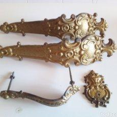 Antigüedades: ANTIGUOS TIRADORES HERRAJES ARMARIO PRINCIPIOS SIGLO. Lote 177645822