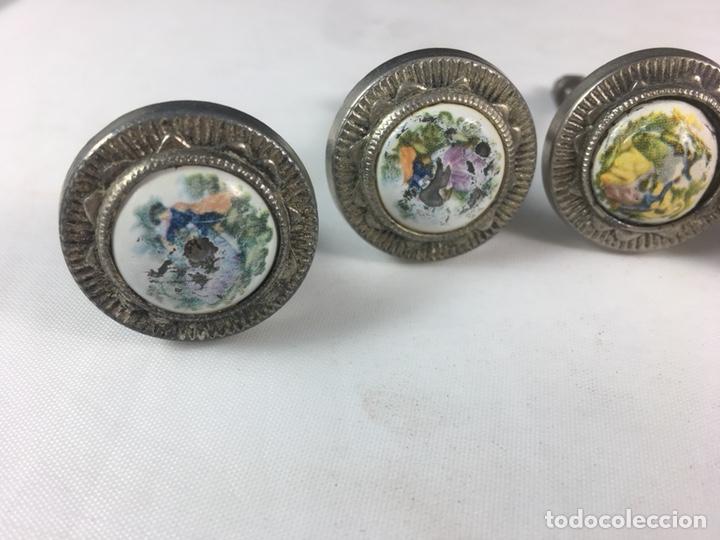 Antigüedades: Lote de 5 tiradores de metal escena galante Fragonard para muebles -(19291) - Foto 3 - 177651577