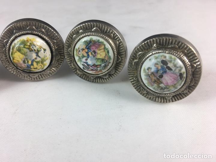 Antigüedades: Lote de 5 tiradores de metal escena galante Fragonard para muebles -(19291) - Foto 4 - 177651577