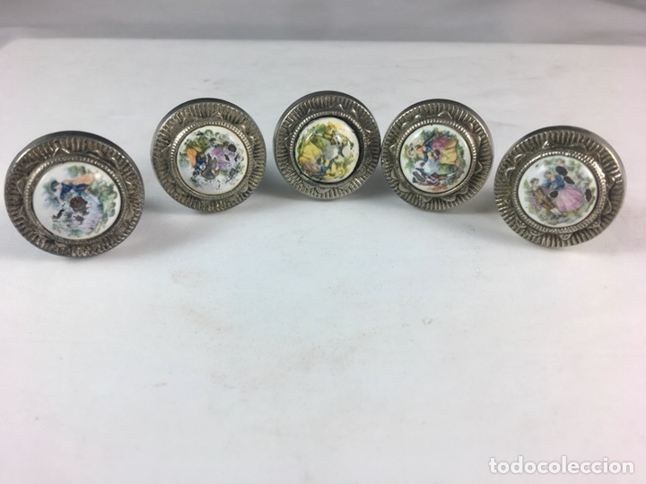 LOTE DE 5 TIRADORES DE METAL ESCENA GALANTE FRAGONARD PARA MUEBLES -(19291) (Antigüedades - Técnicas - Cerrajería y Forja - Tiradores Antiguos)