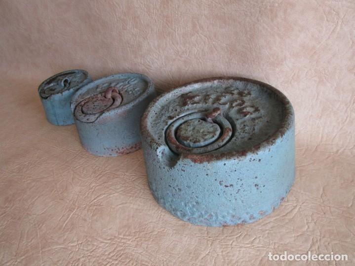 Antigüedades: lote 3 grandes pesas 20 10 y 5 kilos pesa - Foto 7 - 177706620