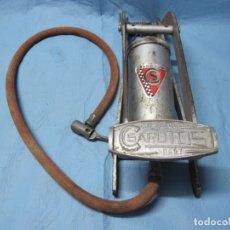 Antigüedades: ANTIGUA BOMBA DE INFLAR HINCHAR NEUMATICOS RUEDAS MARCA SAROTOS . Lote 177749295