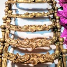 Antigüedades: GRANDES TIRADORES ANTIGUOS LABRADOS DE BRONCE ANTIQUE UNIQUE. Lote 177754992