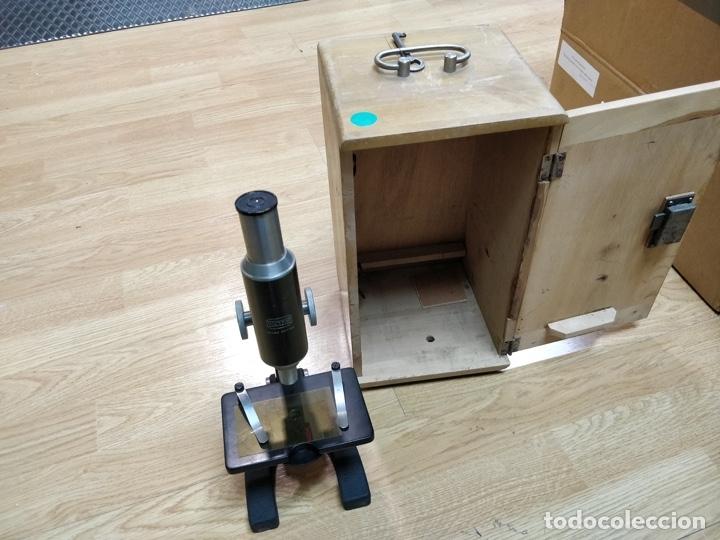 Antigüedades: Antiguo microscopio con su caja con llave. Medida caja: 17 x 30,5 x 15,5 cms. Buen estado - Foto 2 - 39071721