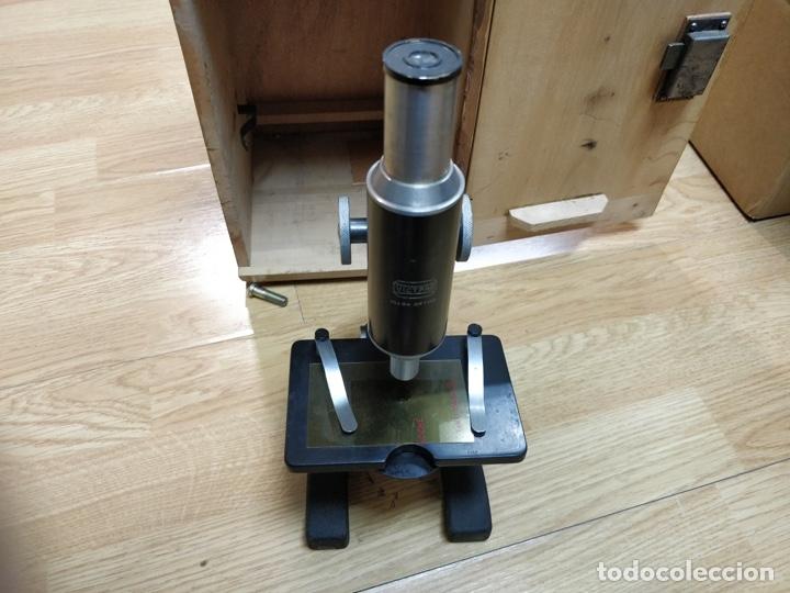 Antigüedades: Antiguo microscopio con su caja con llave. Medida caja: 17 x 30,5 x 15,5 cms. Buen estado - Foto 4 - 39071721