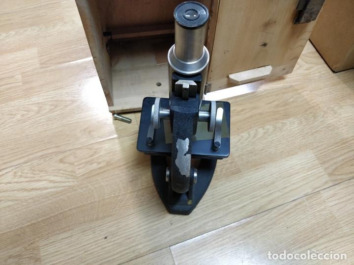 Antigüedades: Antiguo microscopio con su caja con llave. Medida caja: 17 x 30,5 x 15,5 cms. Buen estado - Foto 5 - 39071721