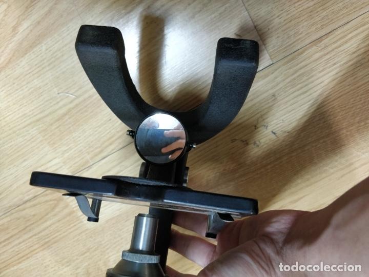 Antigüedades: Antiguo microscopio con su caja con llave. Medida caja: 17 x 30,5 x 15,5 cms. Buen estado - Foto 10 - 39071721